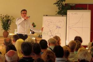 Steffen Henke beim Vortrag in Rostock